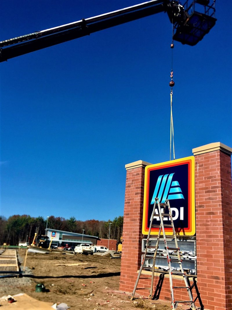 Photo: Aldi, putting the finishes touches on its latest store on Nov. 9, 2020, in advance of the grocer's opening this week in Wilton. Photo by Thomas Dimopoulos.