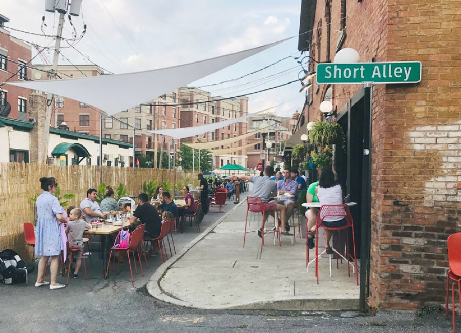 The community enjoyed the expanded outdoor seating this past weekend. Photo courtesy of Erin Maciel.