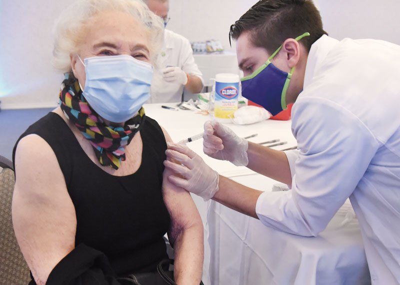 94-year-old Jo Ambrosio receives her vaccine from pharmacy intern Ben Schmidt on Jan. 27, 2020 at Prestwick Chase, a Saratoga senior independent living community. Photo by SuperSource Media.