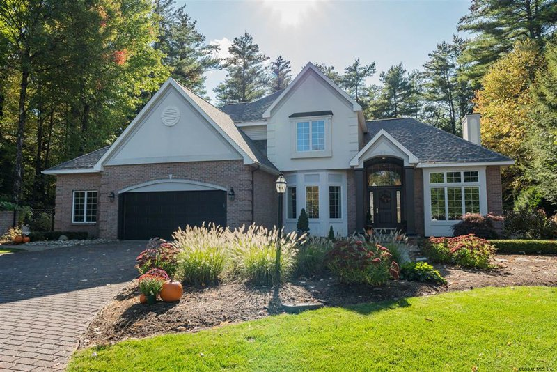 9 Bluebird Ct., Saratoga Springs $699,900